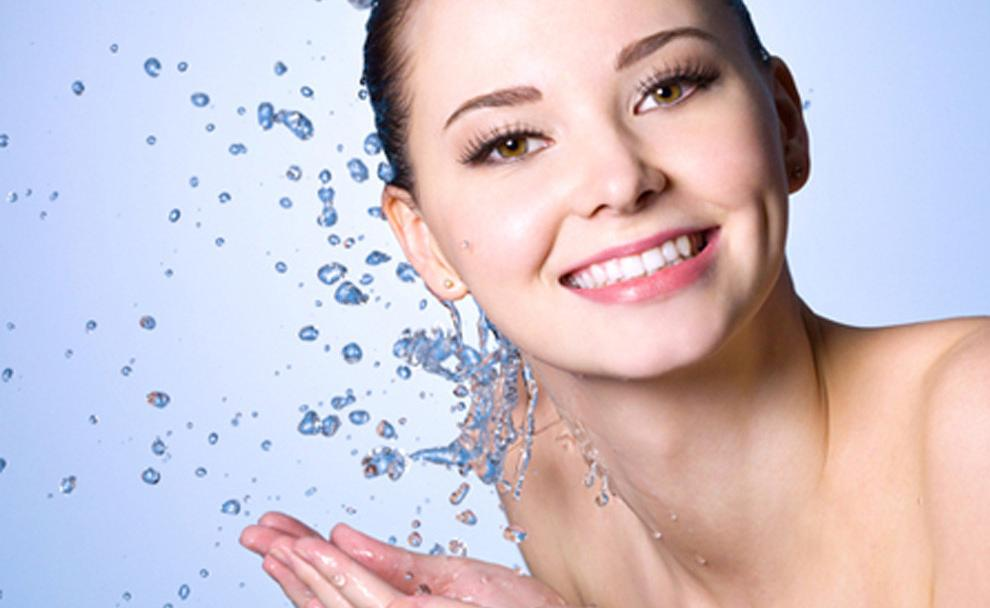 Làm sạch da trước khi nặn mụn