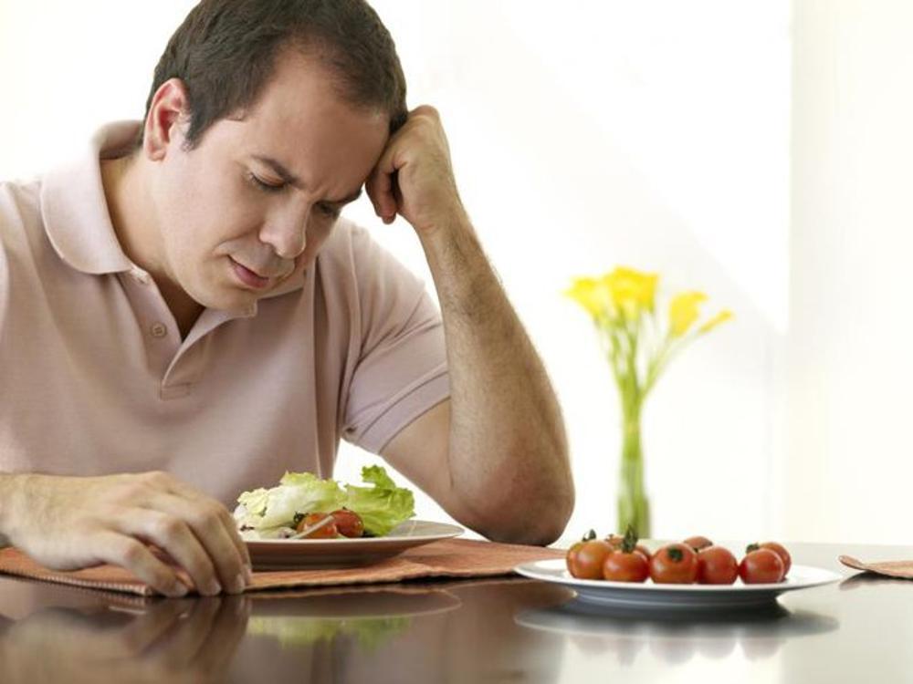 Biểu hiện đầu tiên của suy giảm chức năng gan là mệt mỏi chán ăn
