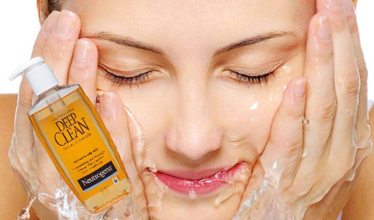 Sữa rửa mặt Neutrogena Deep Clean Facial Cleanser 200 ml